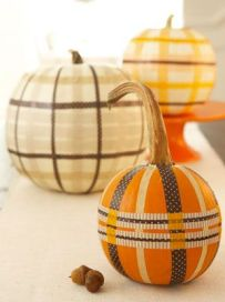 http://www.goodhousekeeping.com/home/decorating-ideas/g240/natural-halloween-decorations/#ixzz2fSPGhttc&i
