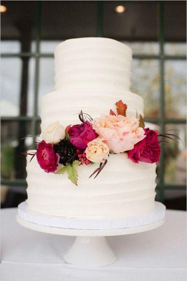 Source: Wedding Chicks http://static.weddingchicks.com/2015/11/18/red-fall-winery-wedding/